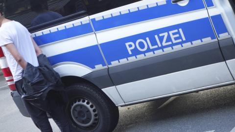 Berlin: Tourist verliert Kontrolle und entsetzt Polizei mit dieser Aktion!