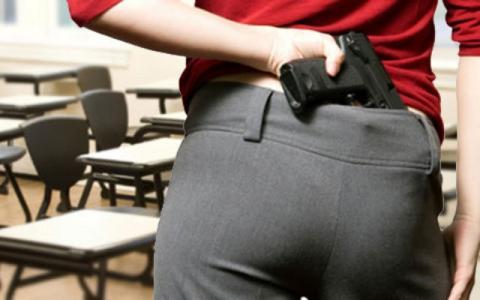Lehrer machen Waffenausbildung, denn in diesen Klassenzimmern sind bald Pistolen erlaubt