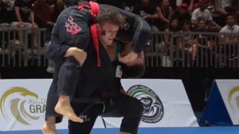 Jiu-Jitsu: Alexandre Vieira macht einen Loop-Choke und sein Gegner verliert das Bewusstsein