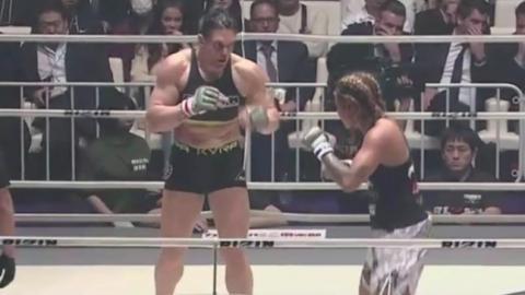 Als Gabi Garcia, eine MMA-Kämpferin mit monströsem Körperbau, ihre Gegnerin zerschmetterte