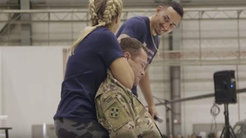 UFC: Paige Vanzant würgt einen Marinesoldaten, bis er in Ohnmacht fällt