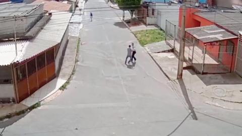 Studentin schlägt bewaffneten Angreifer in die Flucht
