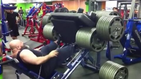 Kraftprotz stellt sich der ultimativen Herausforderung: 1700 kg an der Beinpresse!