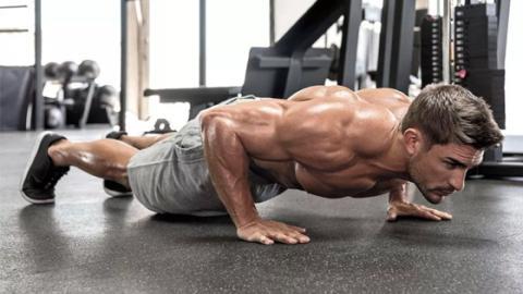 Blast off: Eine effektive Übung für Bauch, Brust und Po