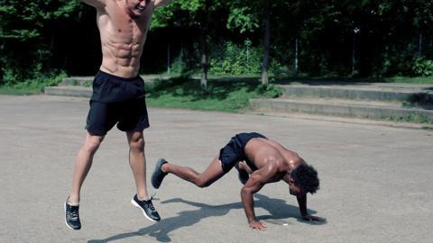 Dieser Sportler hat sich neue Arten von Burpees ausgedacht! Euer ganzer Körper wird vor Schmerzen brennen!
