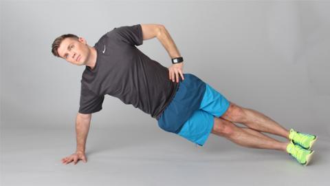 Seit-Plank oder Seitstütz: So trainiert ihr eure seitlichen Bauchmuskeln