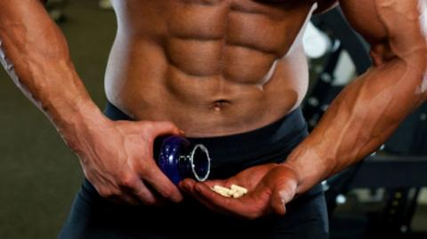 Die Polizei hat ein riesiges Doping-Netzwerk in der Welt des Bodybuildings entdeckt! Wirklich krass!