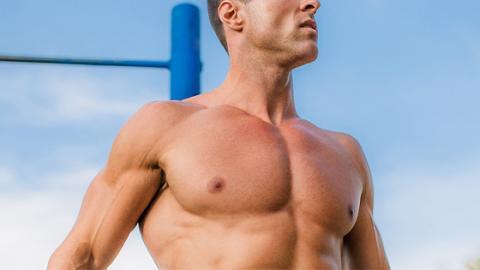 Mit zwei einfachen Supersets reduziert ihr eure Fettpolster im Brustbereich