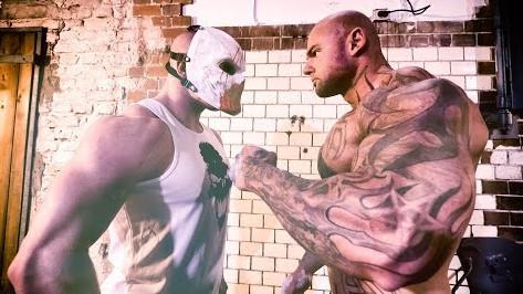 Wenn ein Monstrum und ein Bodybuilder ihre Kräfte messen
