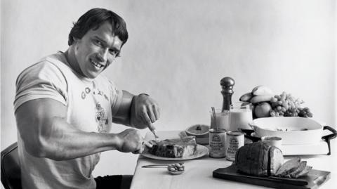 Wir haben den Ernährungsplan von Arnold Schwarzenegger zu seinen Bodybuilder-Zeiten für euch