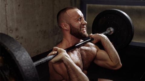 Du trainierst ständig und willst immer muskulöser werden: Darum funktioniert es nicht!