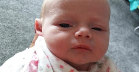 Neugeborenes: Harmloser Kuss wird für Kiara zur Todesfalle