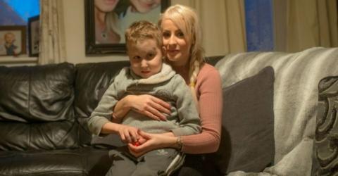 Blaue Flecken: Sie denkt, ihr Sohn wird geschlagen - die Wahrheit ist viel schlimmer