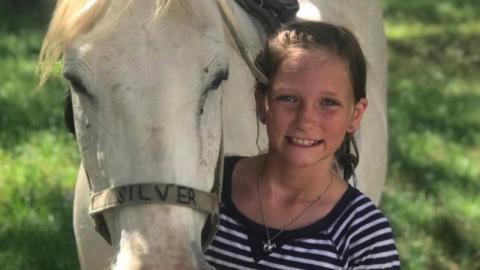 Roxli (11) leidet an einem tödlichen Tumor, doch an Weihnachten geschieht das Wunder