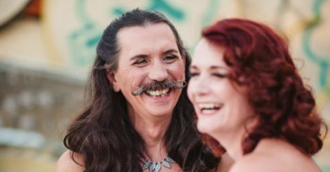 Bei der Hochzeit: Als sie das Outfit ihres Mannes sieht, traut sie ihren Augen nicht