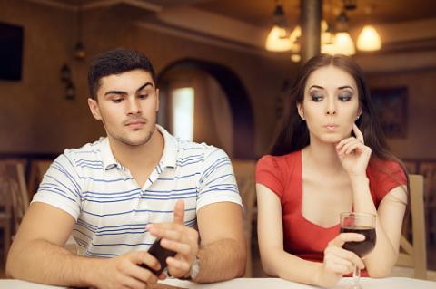 Diese 5 Angewohnheiten verheimlichen Männer vor ihren Freundinnen