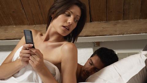 62 % der Frauen können sich vorstellen, ihren Partner mit dieser Art von Mann zu betrügen