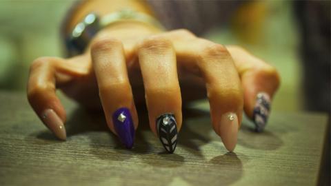 Wenn dein Date diese Fingernägel hat, solltest du lieber die Flucht ergreifen!