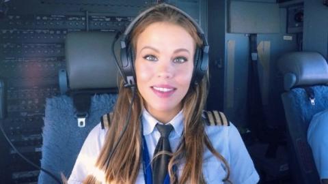 Mit ihren besonderen Fotos geht die schönste Pilotin der Welt viral