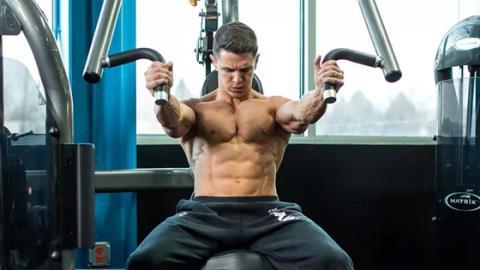 Daran erkennst du, dass deine Brustmuskeln zu schwach sind