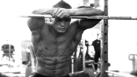 Mit diesen zwei Techniken vermeidet ihr, dass der Muskelaufbau stagniert
