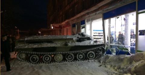 Betrunkener Russe will mit geklautem Panzer eine Flasche Wein im Supermarkt besorgen