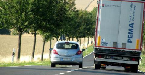 Experten fordern neues Tempolimit auf deutschen Landstraßen