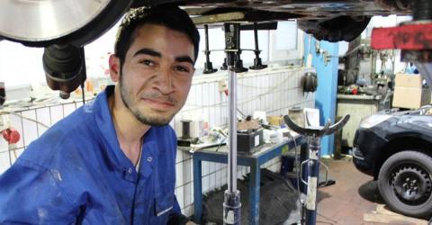Syrer bewirbt sich bei Autohaus: Das Antwortschreiben sorgt für Empörung