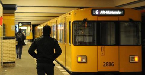 16-jähriges Flüchtlingsmädchen findet 14.000 Euro in U-Bahn