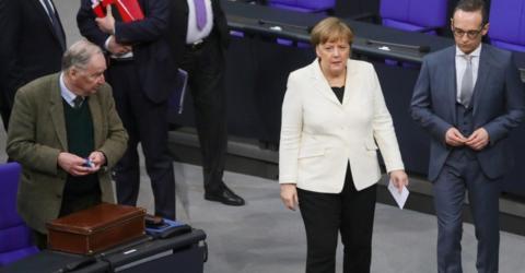Im Moment ihres Sieges zeigt Merkel den anderen, wie mächtig sie immer noch ist