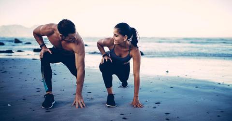 So verhinderst du, dass deine Muskeln im Urlaub verschwinden