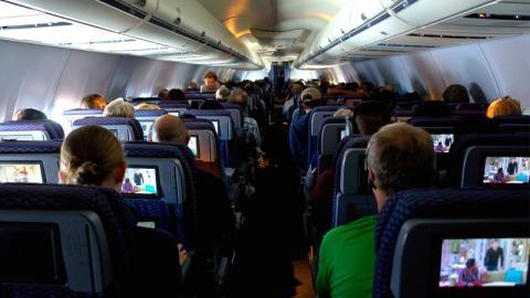 Rassismus bei Ryanair: Mann macht mit seinem Verhalten alle wütend!