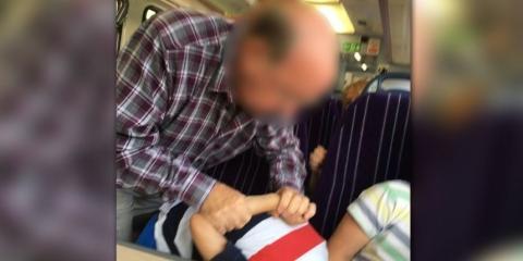 Ein Rentner wird einem Kind gegenüber handgreiflich