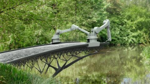 Ein Roboter soll eine Brücke aus Stahl über einen Kanal in Amsterdam bauen.