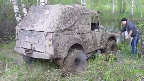 Russen wollen ihren Geländewagen waschen und kommen auf die dämlichste Idee überhaupt!