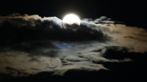 Warum schläft man bei Vollmond schlechter?