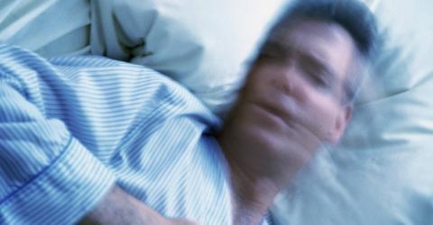 Wenn du das im Schlaf tust, wirst du später an Parkinson oder Demenz leiden