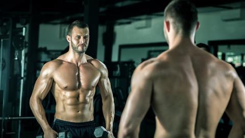 Diesen vier Regeln solltet ihr folgen, um beim Krafttraining mehr Muskeln aufzubauen