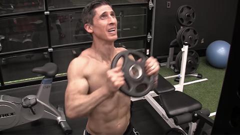Komplettes Training mit 12 Übungen für die Schultern