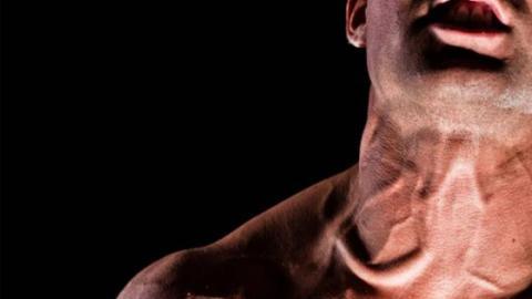 Muskulöser Stiernacken: So trainiert ihr wie Tom Hardy