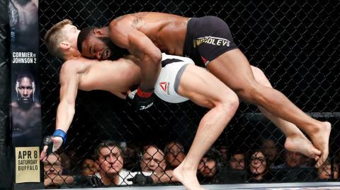 UFC 209: Tyron Woodley gewinnt gegen Stephen Thompson unter den Buhrufen des Publikums