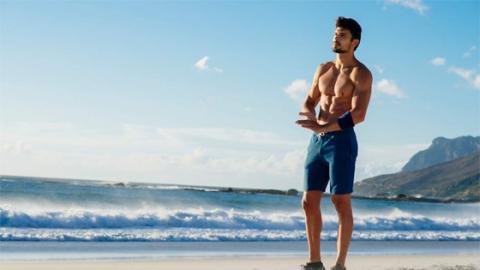 Auf diese fünf Dinge solltet ihr beim Strand-Workout unbedingt achten!