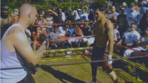Muay-Thai-Experte fordert Amateur auf der Straße heraus!