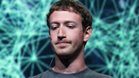 Facebook kann seit 2016 das Mikro eures Smartphones aktivieren, ohne dass ihr es merkt