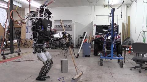 Atlas : Boston Dynamics stellt einen Roboter vor, der Euch zu Hause hilft
