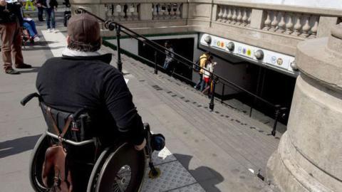 Scalevo: Ein Rollstuhl der automatisch Treppensteigen kann