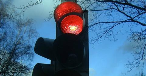 Rote Ampel: Runter von der Kupplung oder nicht?