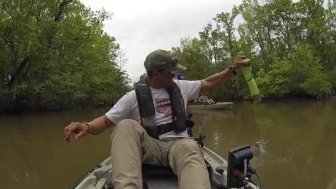 Angler will Fang einholen: Was da am Haken hängt, jagt ihm die Angst seines Lebens ein!
