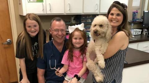 Schock-Fund im Körper ihres Hundes stellt alle Familienmitglieder auf die Probe