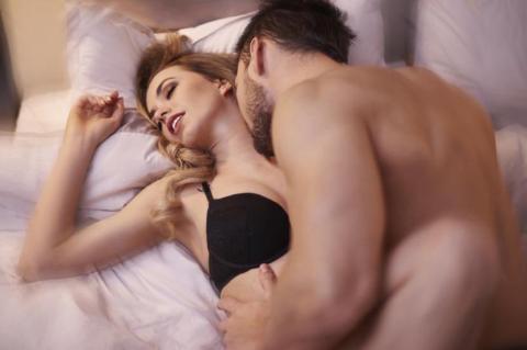 Eine ganz einfache Sexposition katapultiert Frauen fast immer in den siebten Himmel